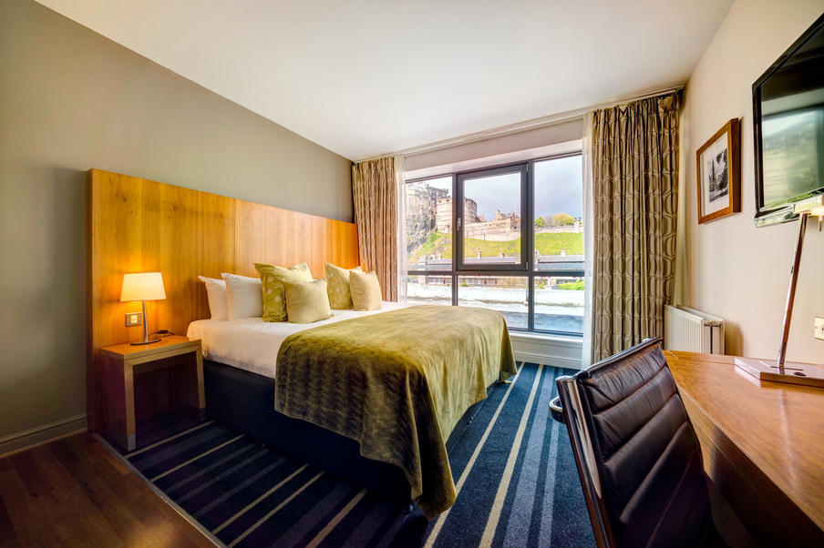 Enjoy stunning views over Edinburgh's Old Town, along with comfortable surroundings, free Wi-Fi, tea/coffee making facilities and mineral water in your bedroom.