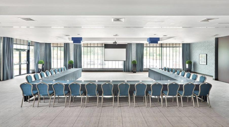 Inspiration suite can be split into 2 smaller meeting rooms for smaller groups. Each one of the rooms has natural daylight, air-conditioner and access to projector & screen.