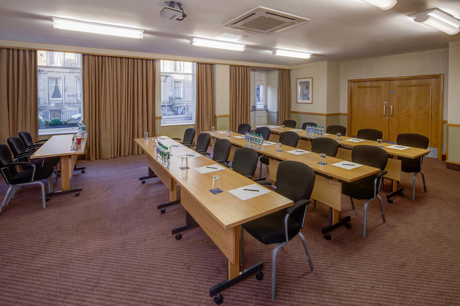 Daylight, air-conditioned meeting rooms