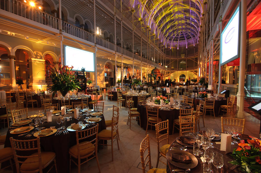 The Grand Gallery can accommodate up to 950 guests for a seated dinner and 1500 for a reception.